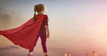 Cách dạy con gái tự tin, biết chăm sóc và yêu thương bản thân